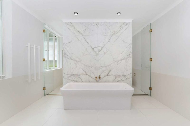 25 White Bathroom Design Concept That Are Effortlessly Beautiful