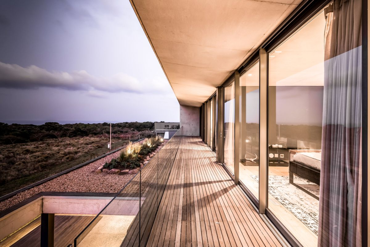 The volumes have large glass walls, sliding doors and timber screens for increased privacy