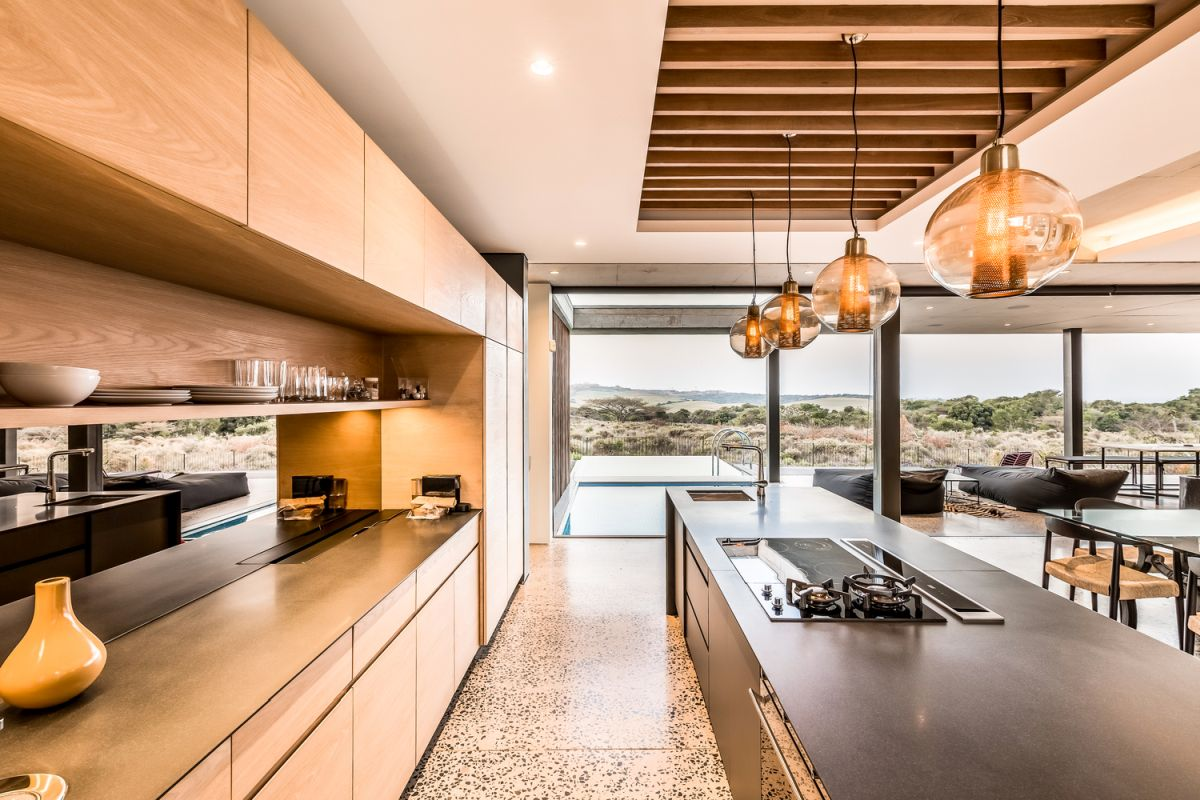 One of the volumes is dedicated to all the social areas, including a big open kitchen with a large island