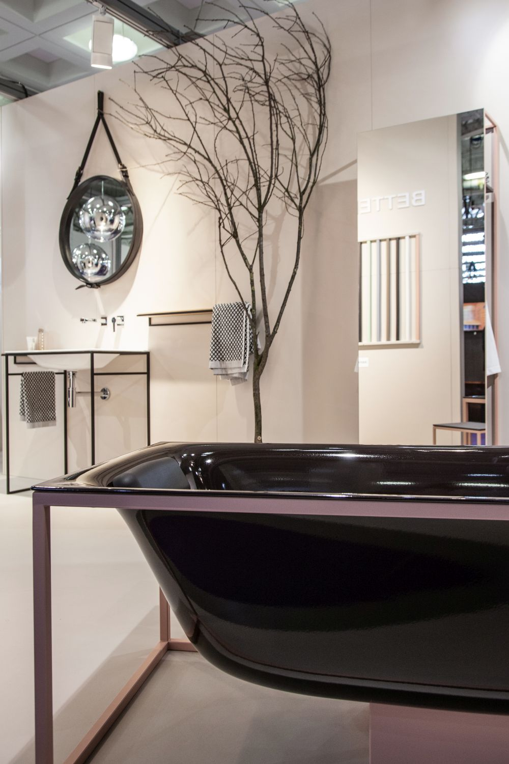 The same tub is available in a darker hue.
