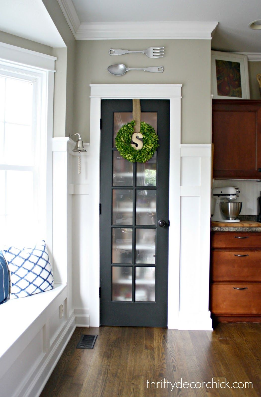Create cohesion with a frosted glass door
