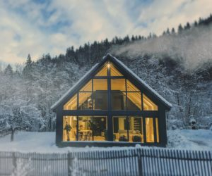 15 Winter Cabins That Make The Most Out Of The Snowy Season