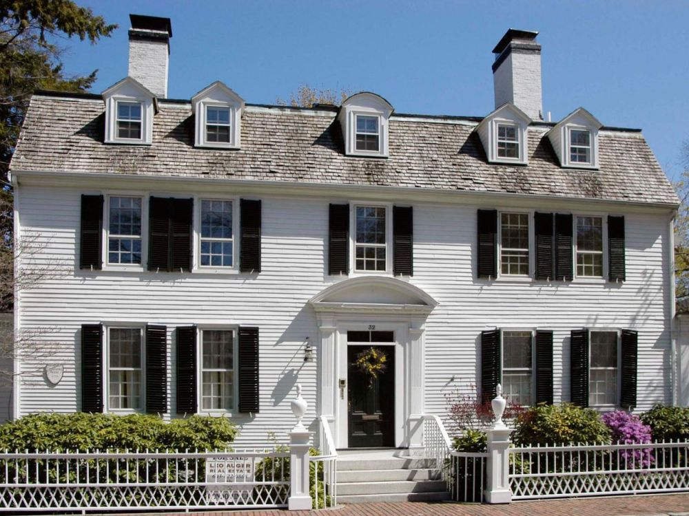 Traditional colonial homes never go out of style.