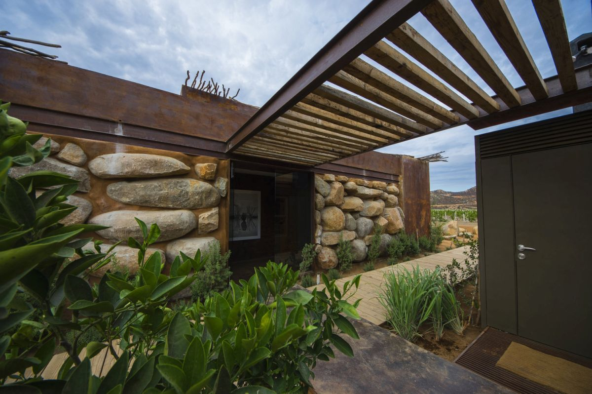 The House 8 bed & breakfast is a cozy, fresh and very charming retreat in perfect sync with nature