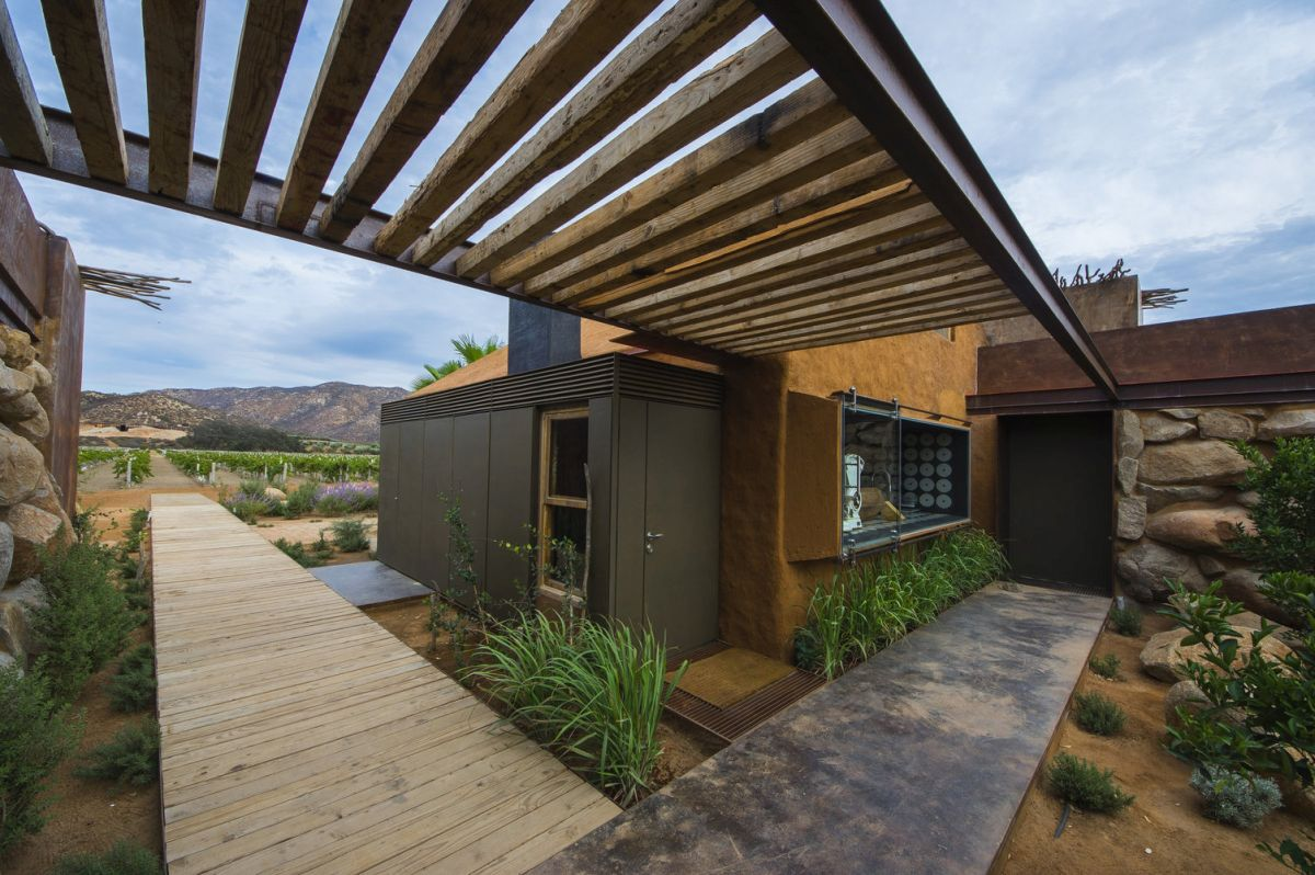 Everything about this retreat is meant to offer a unique and pure experience by putting the guests in touch with nature