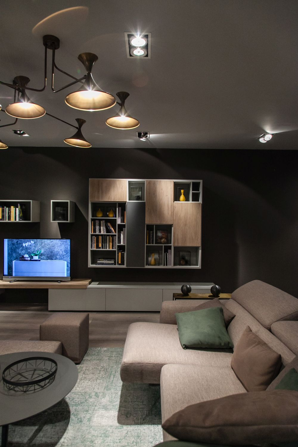 A combination of open and closed compartments is ideal when it comes to bookcases and storage units in general