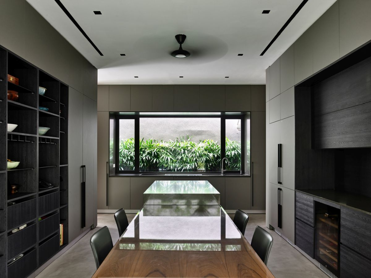 There are green spaces on each floor and this maximizes the strong connection between indoor and outdoor