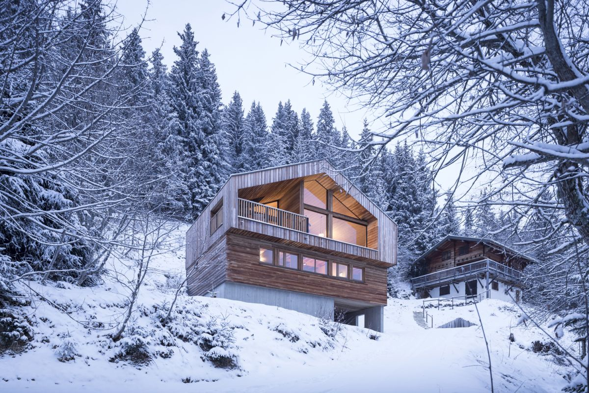 Modern Mountain Cabin Stands Outs In Spite Of Strict Architectural Guidelines