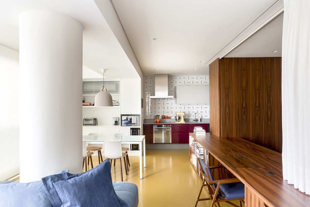 This type of layout gives the apartment a dynamic look and a casual and modern vibe