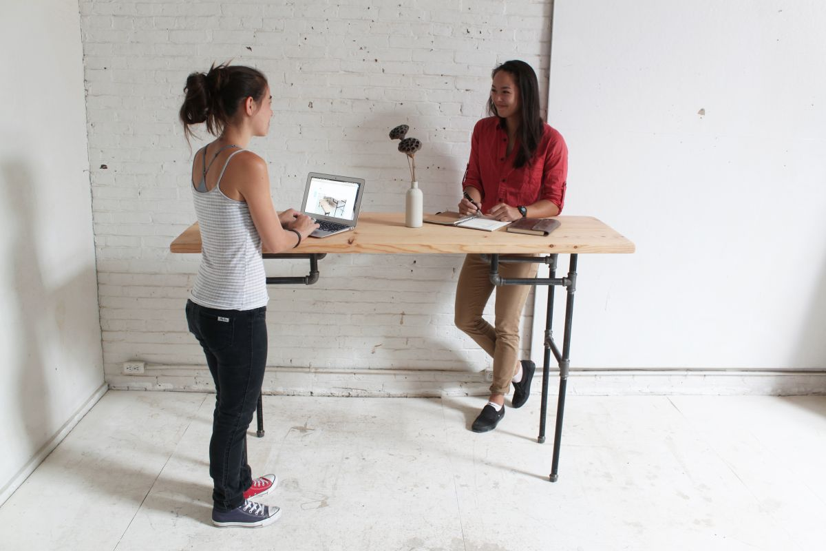 Exceptionnel Simple And Versatile DIY Desks From Pipes And Wood