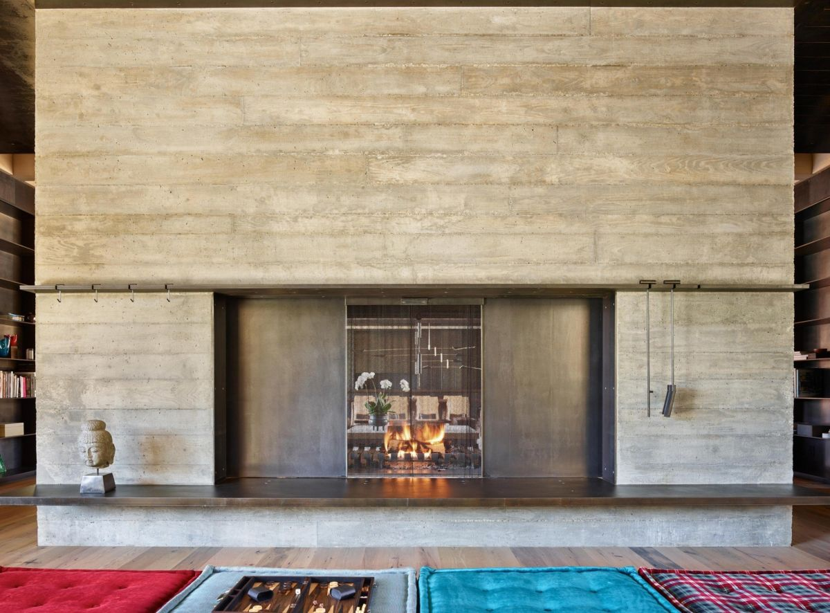 Moving panels adjust the size of the fireplace opening.