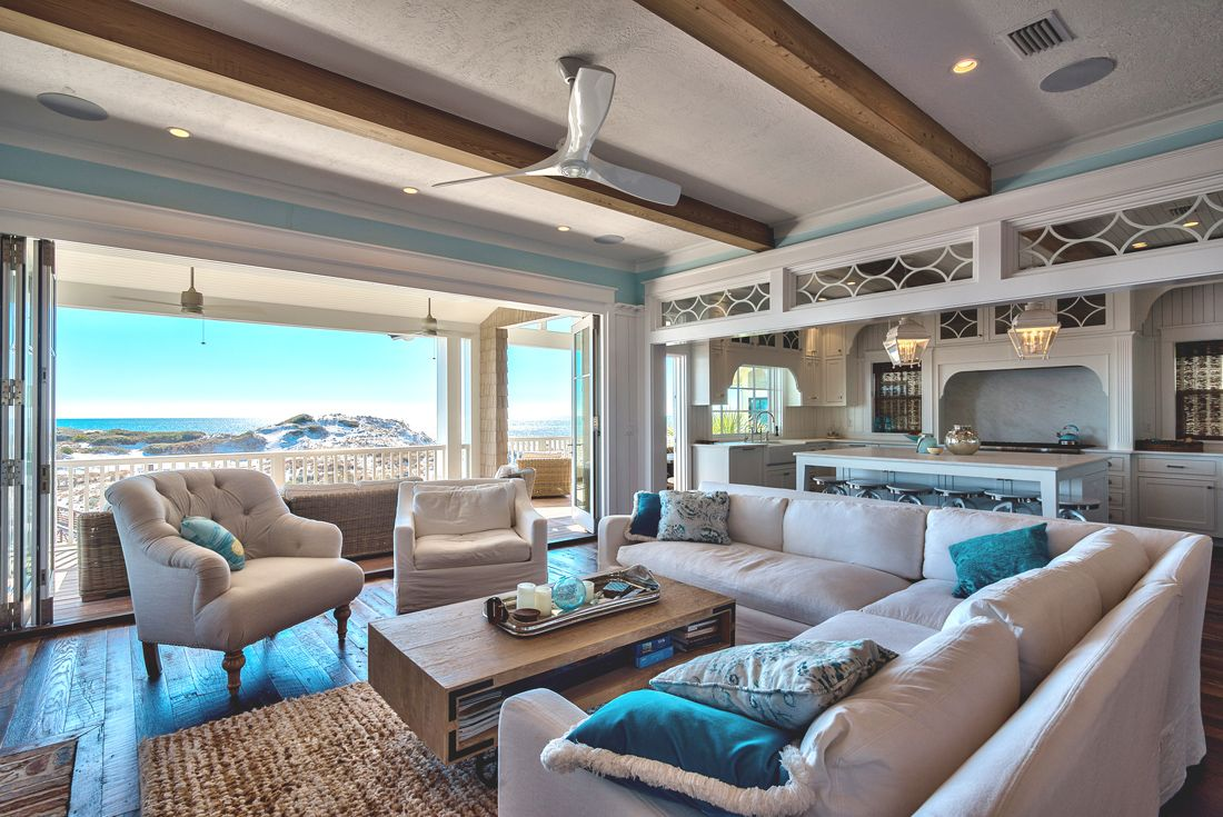 The interior design and decor put emphasis on the views, finding inspiration in the surrounding landscape