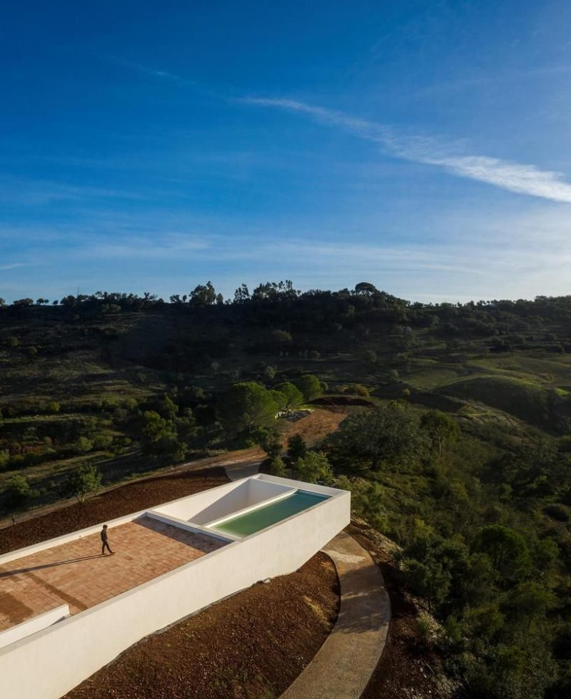 A Minimalist House Takes In The Magnificent Views Of Southern Portugal