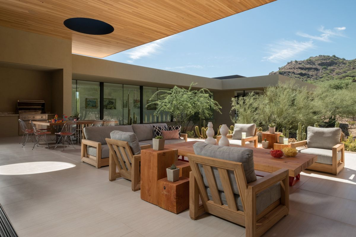 The roof overhangs provide shelter from the sun and allow the internal courtyard to be used for lounging and entertaining
