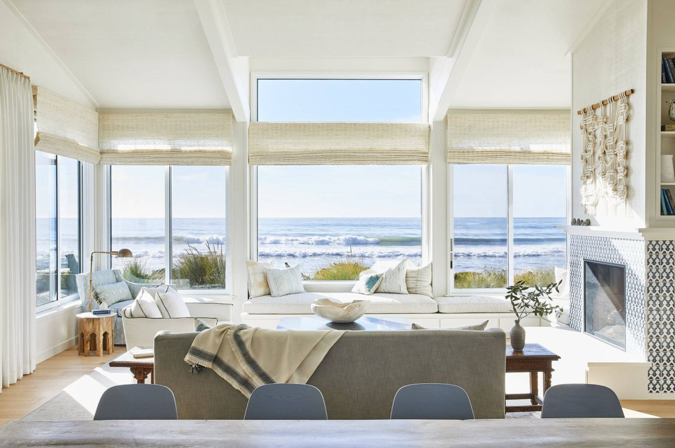 One would actually expect to see white furniture in an ocean-side vacation home