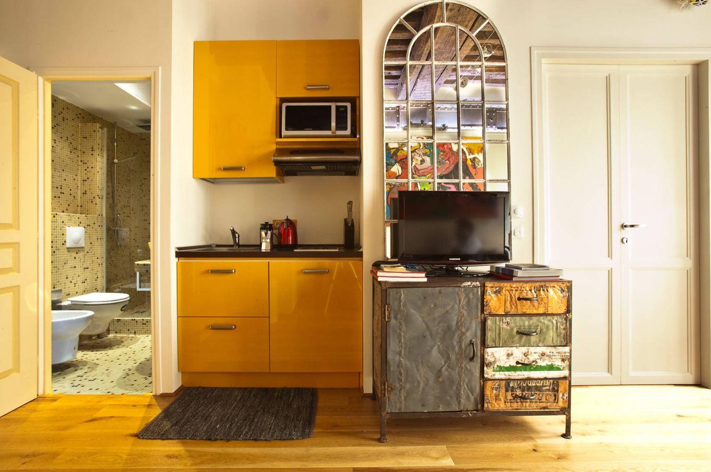 Pleasant 10 Stylish Kitchenettes With Optimized Designs Interior Design Ideas Apansoteloinfo