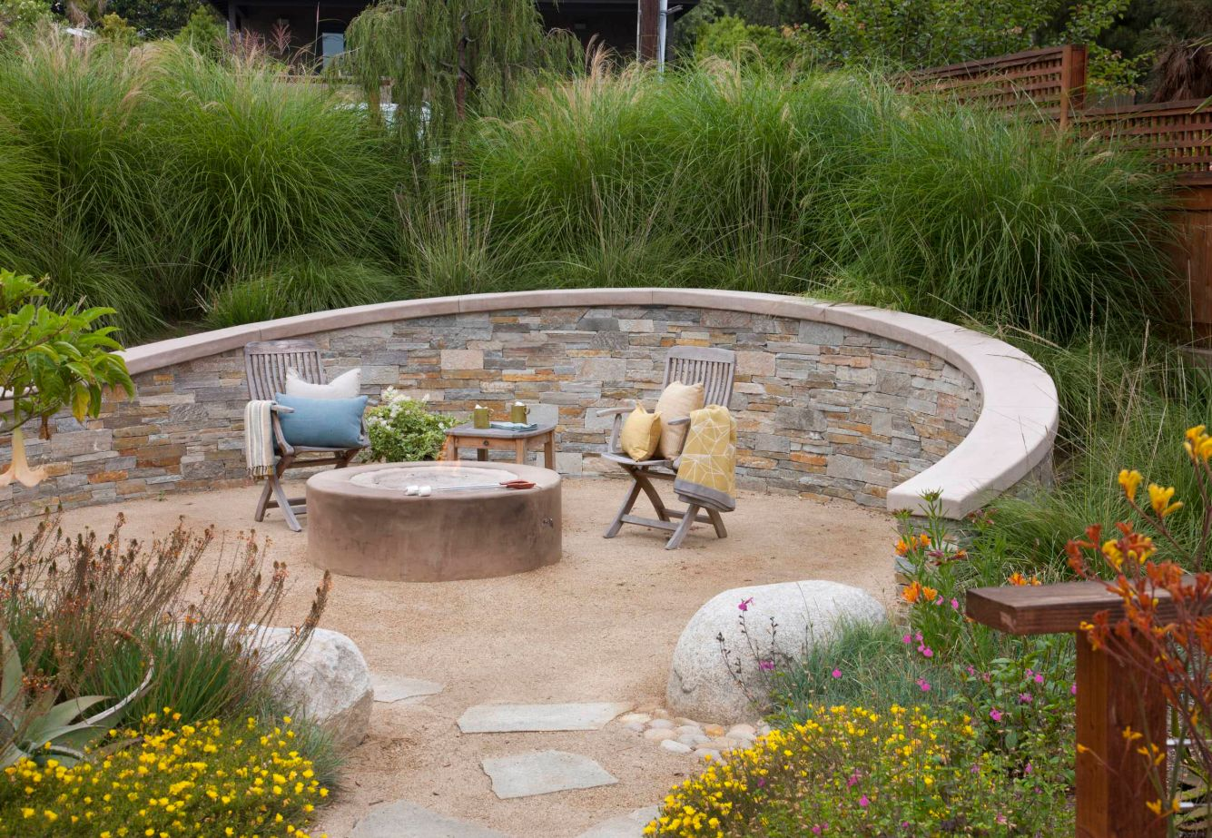 An oval patio is perfect for beach watching.