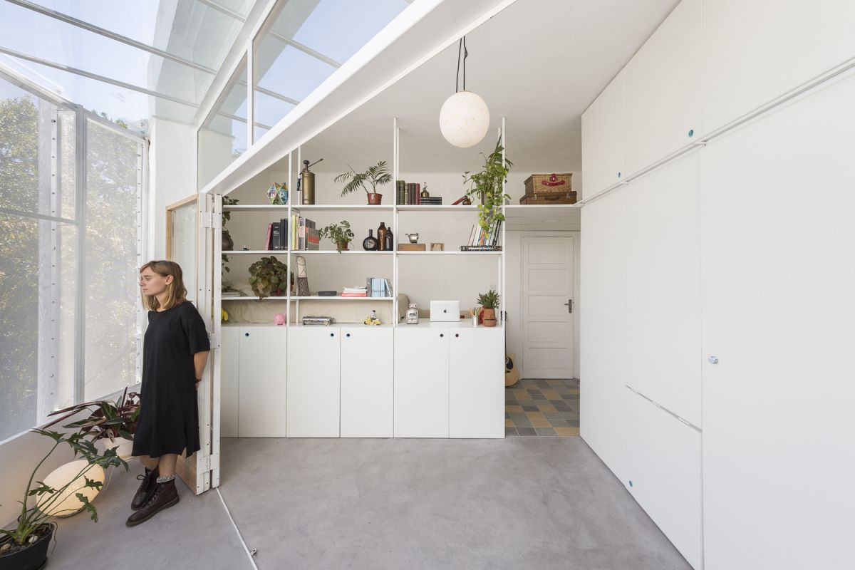 Small And Flexible Apartment Features A Retractable Wall