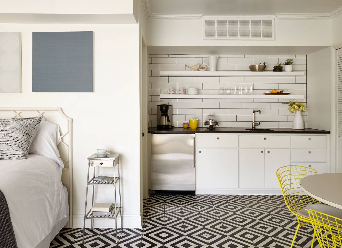 Astounding 10 Stylish Kitchenettes With Optimized Designs Interior Design Ideas Apansoteloinfo