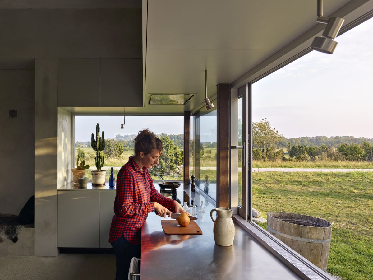 The kitchen is framed by panoramic views and shares a very strong relationship with the outdoors