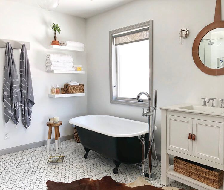 Black And White Bathroom Designs That Show Simple Can Also ...