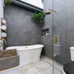 Bathtub and walk in shower- brass fixtures