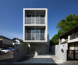 Concrete House in Minamikarasuyama- tiny space