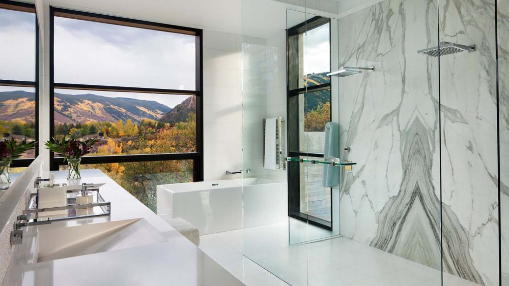 The marble wall in the bathroom looks like an abstract painting, creating a sophisticated vibe
