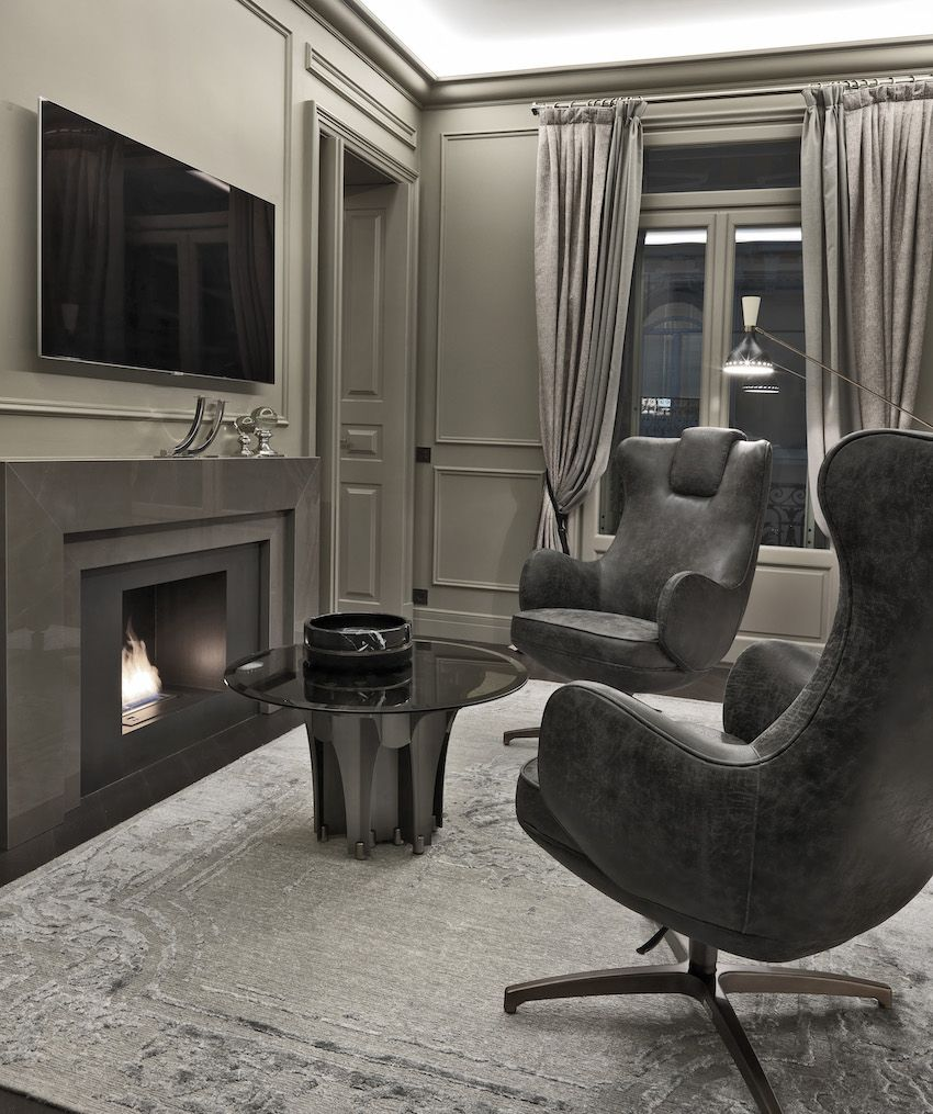 The television room features the Cavalli Soho table.