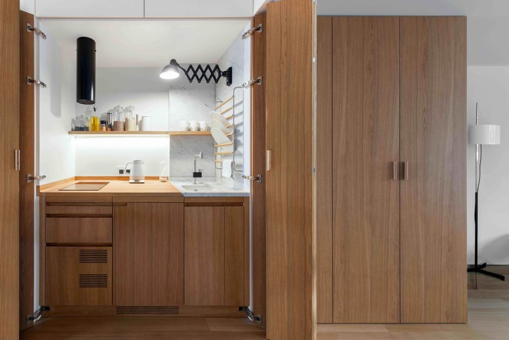 A little nook kitchen with folding doors