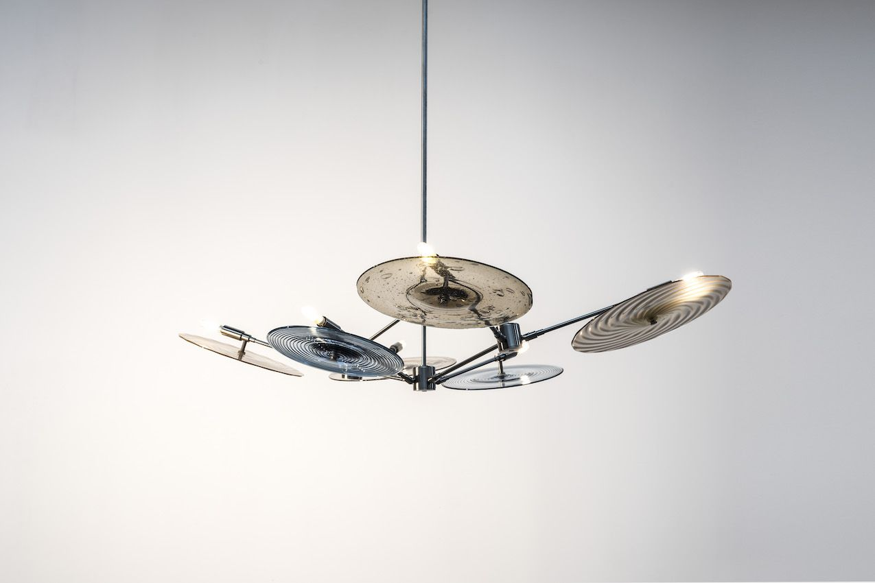 A wide range of choices among components makes this chandelier customizable.