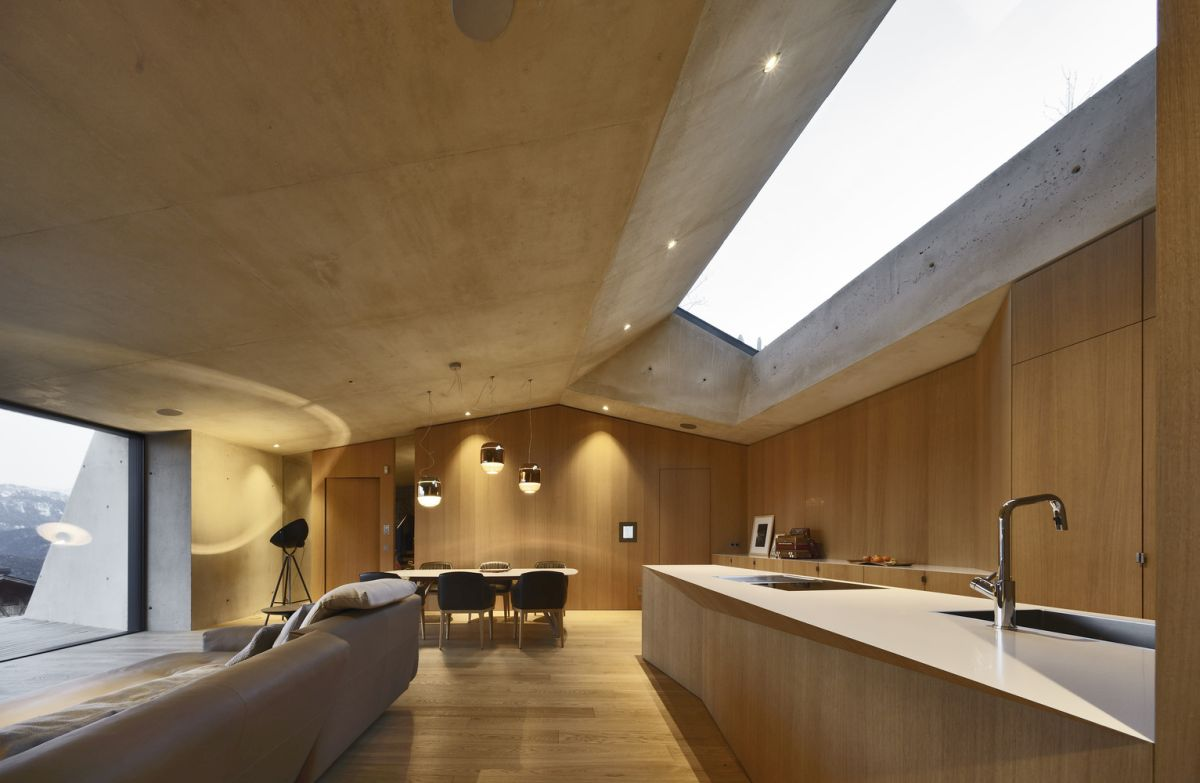 The extension has large skylights which let in natural light, ensuring a surprisingly bright and airy ambiance