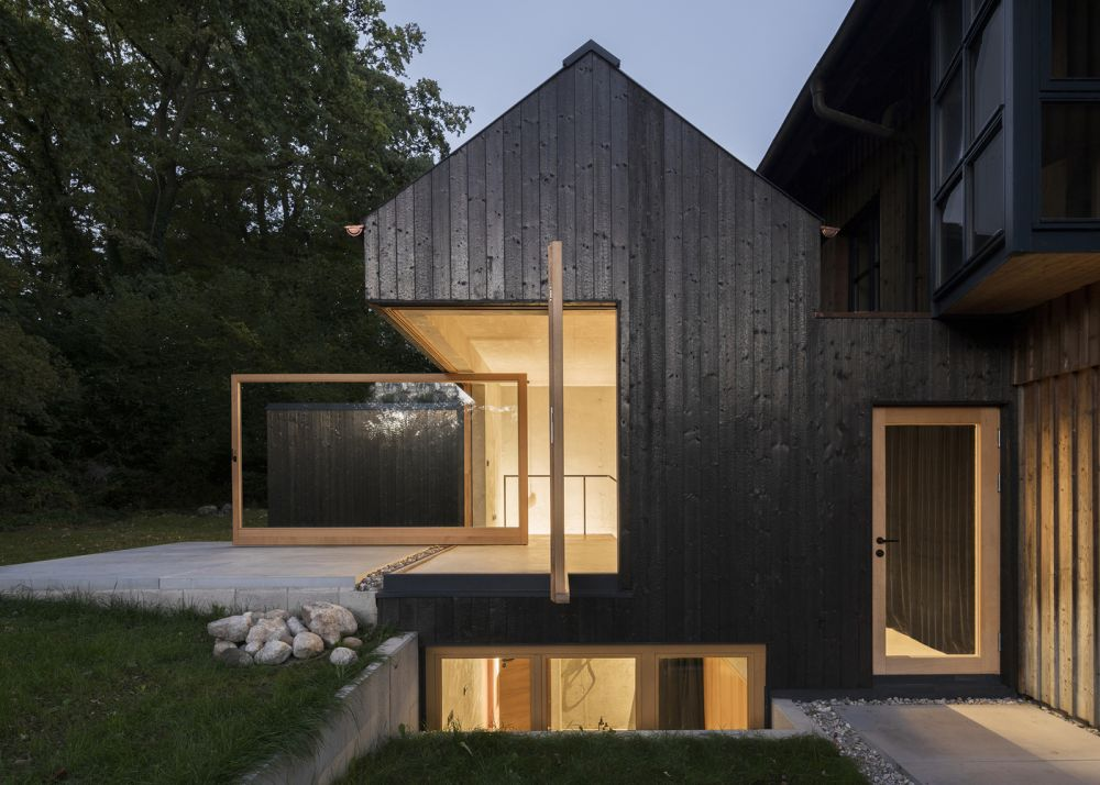 black vincent timber clad houses | 25 Houses That will Make You Want to Paint Yours Black Too