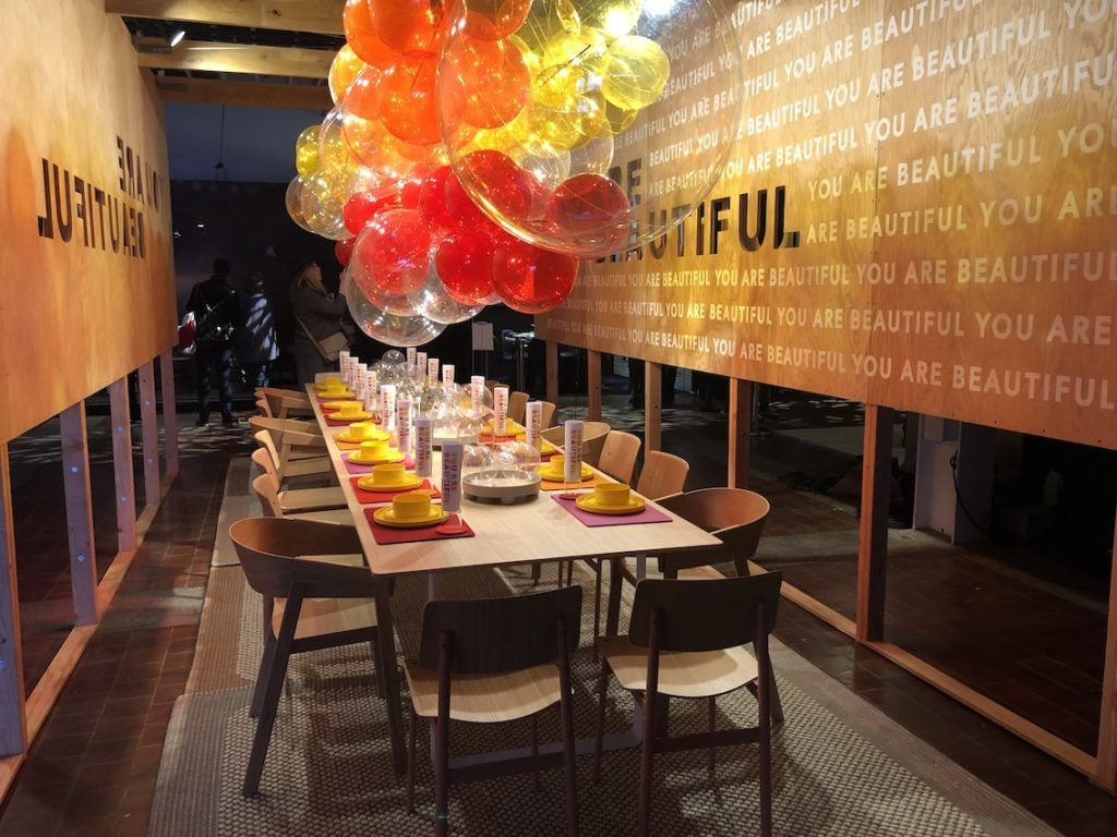 Balloons can be used for many types of dinner events.