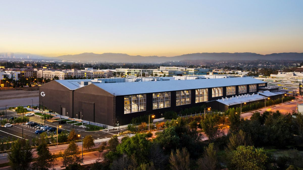 The hangar office sits between two other Google properties and aims to unify the campus