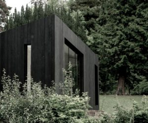 Modular Prefab Cabin With a Stylish Black Exterior