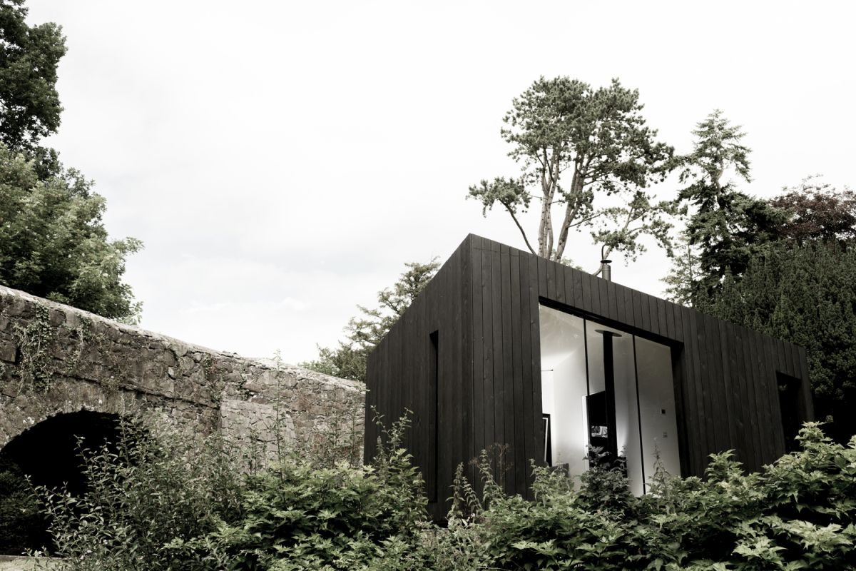 The large windows are also designed to frame the views and to connect the cabins to their surroundings