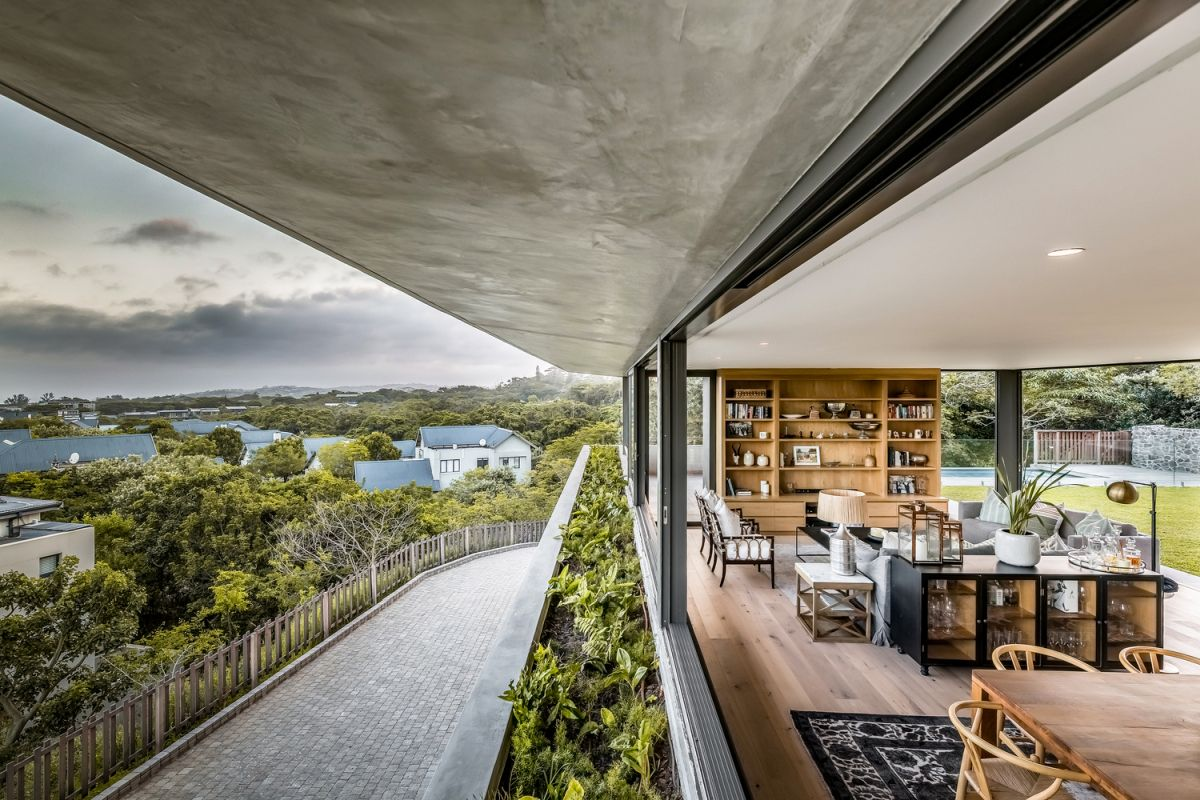 The views were an important factor which determined the overall design of the residence