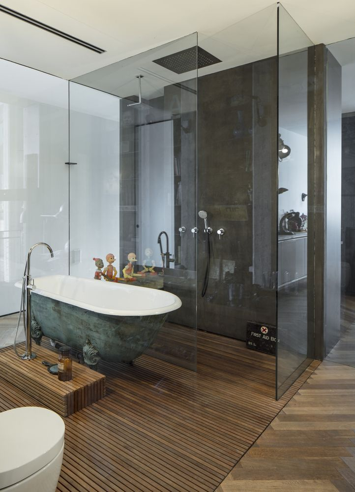 Even the bathroom has its share of cool decorations which complement a modern and simple design