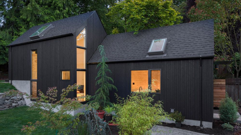 The matte black exterior gives the Granny Pad a modern look and helps it blend into the landscape