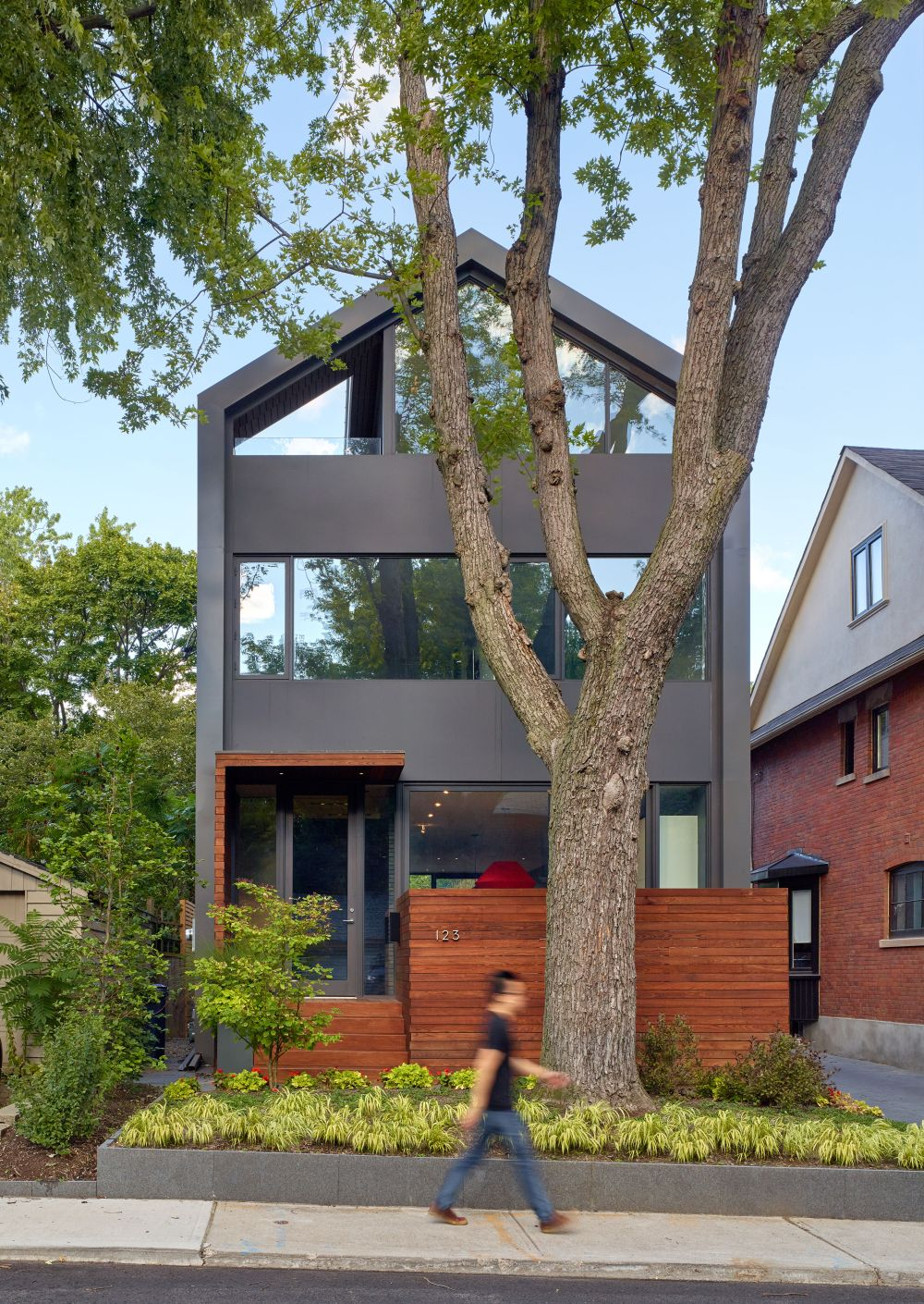 The residence occupies a narrow lot between existing buildings, where an old house used to be