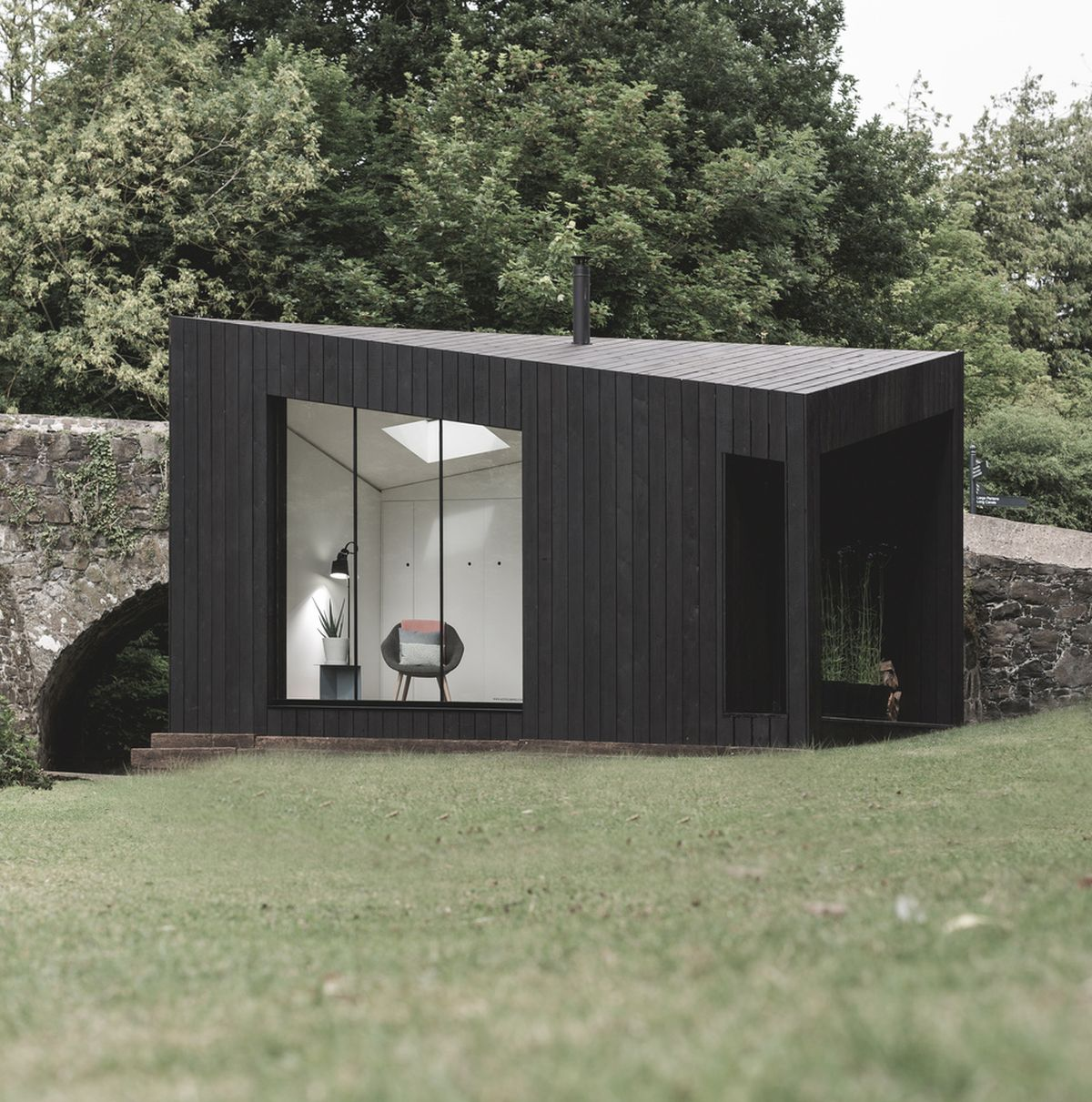 The minimalist and sculptural design gives the cabins a distinctive contemporary appearance