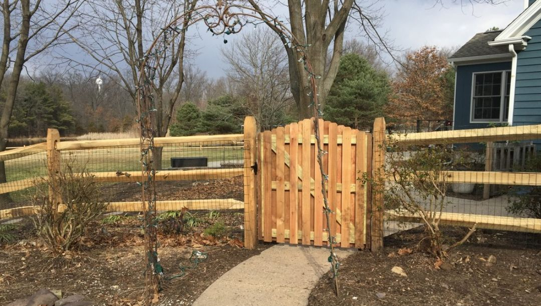 How To Make The Most Of A Split Rail Fence On Your Backyard