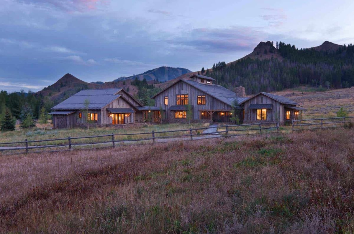 This rustic family retreat offers a great getaway experience by focusing on simplicity and authenticity