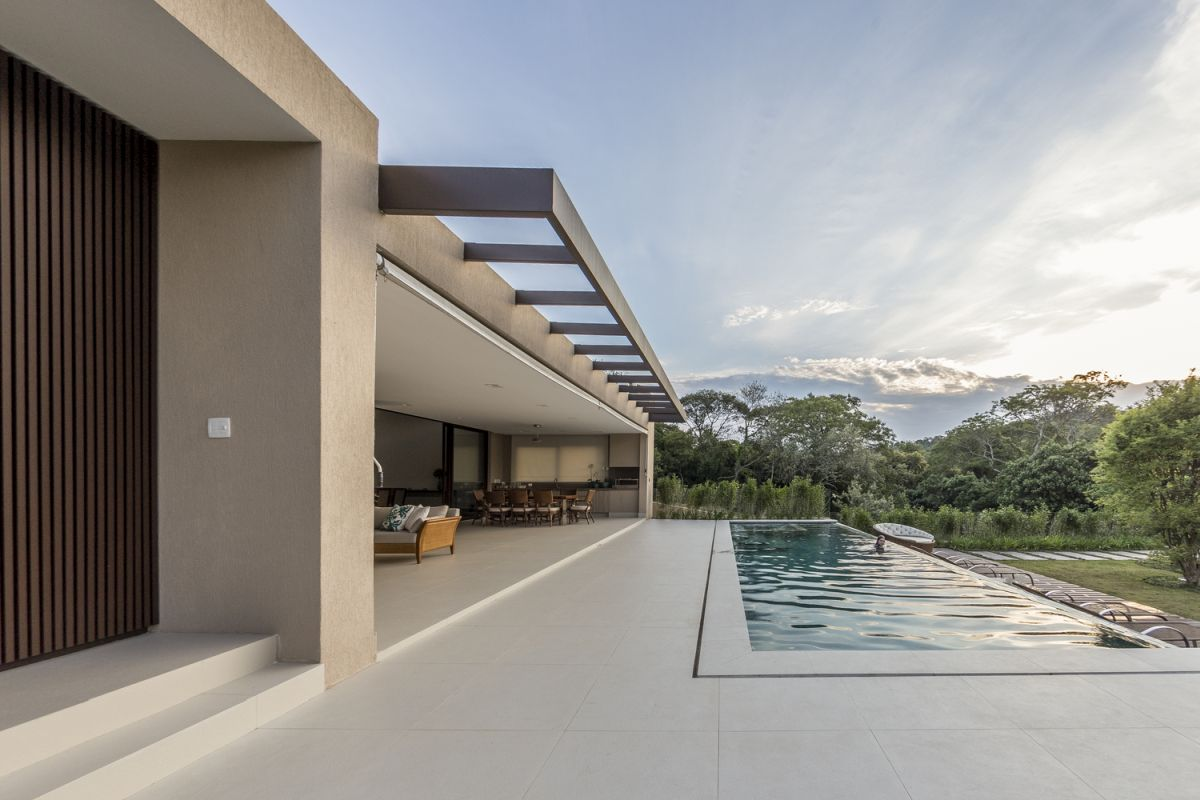 This is a single-story house designed to be first and foremost welcoming and user-oriented