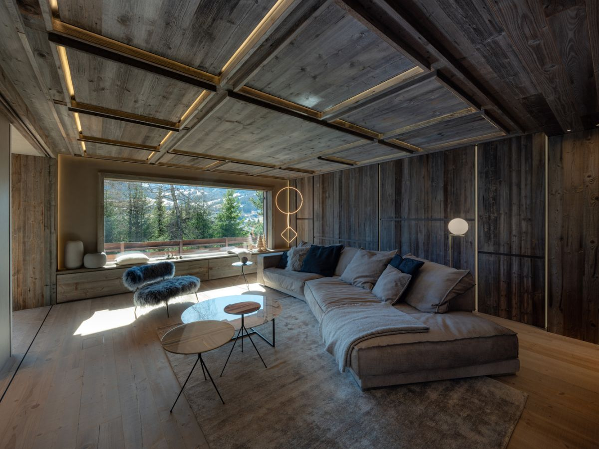 The living room and most other spaces are almost entirely designed using reclaimed wood
