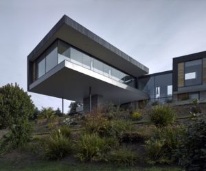 Cantilevered House Rises Over The Treetops To Capture The Best Views