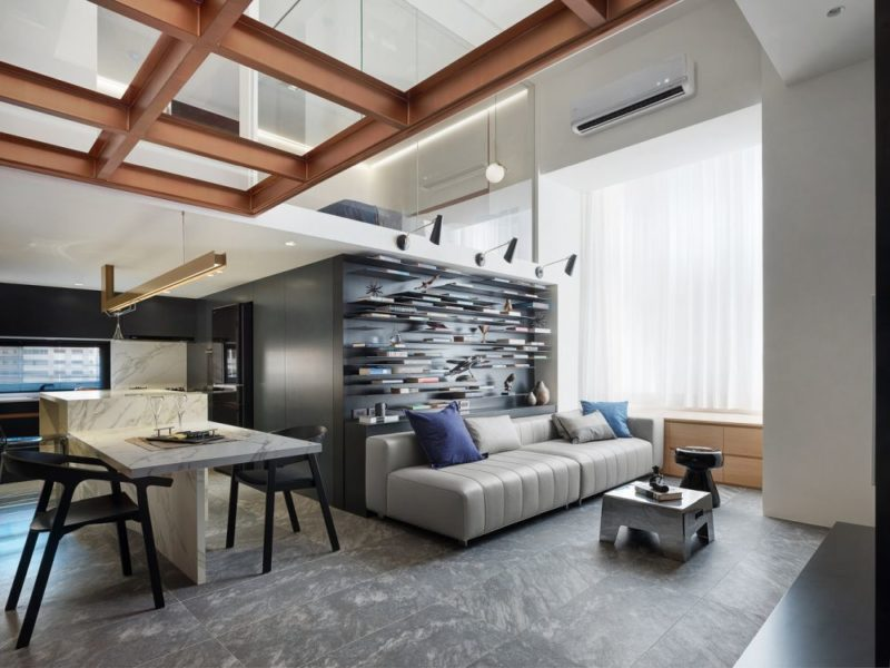 Fantastic Apartment With A Small Footprint And High Ceiling