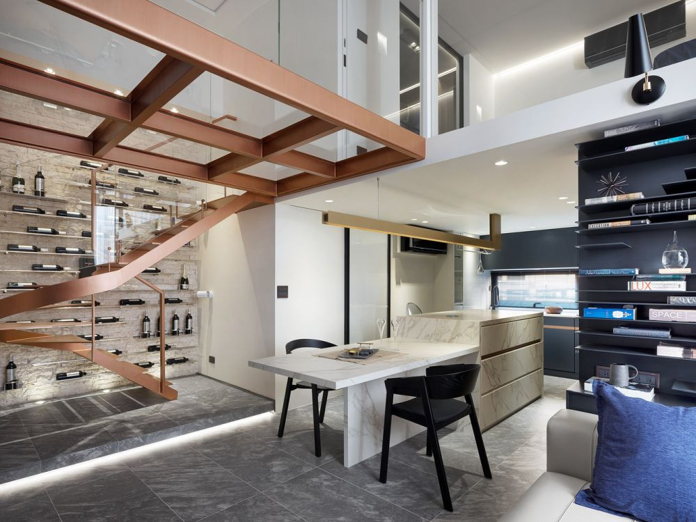 Fantastic Apartment With A Small Footprint And A High Ceiling