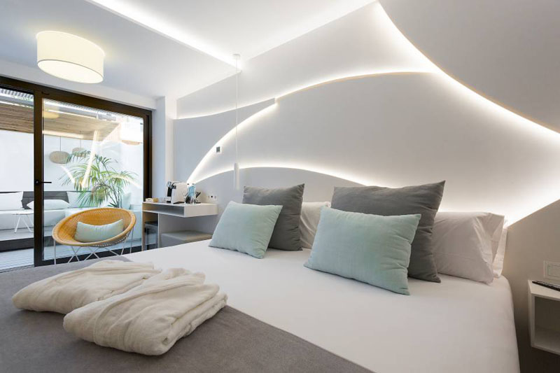Decorate an accent wall with LED light strips